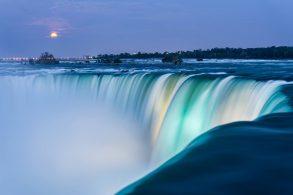 bigstock-niagara-falls-at-dusk-503650671